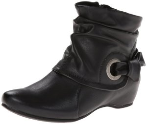 BareTraps Women's Suzee Boot