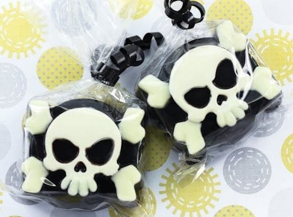 Pirate Skull & Bones Chocolate Covered Oreo Cookie