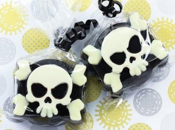 Pirate Skull & Bones Chocolate Covered Oreo Cookie