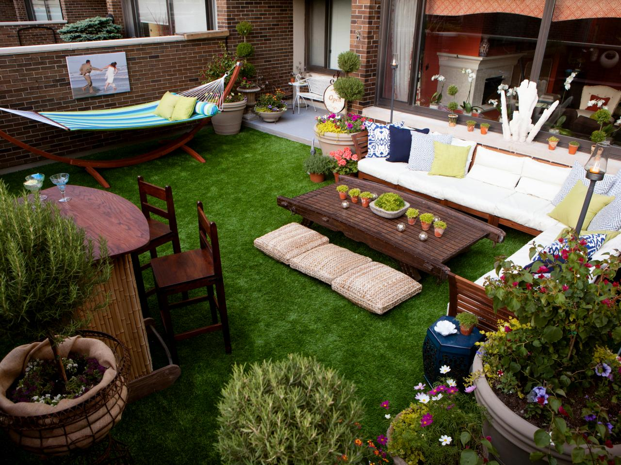 Easy Home Updates for Outdoor Entertaining, Patio Rec Room