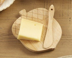 Acorn Cheeseboard and Spreader Set